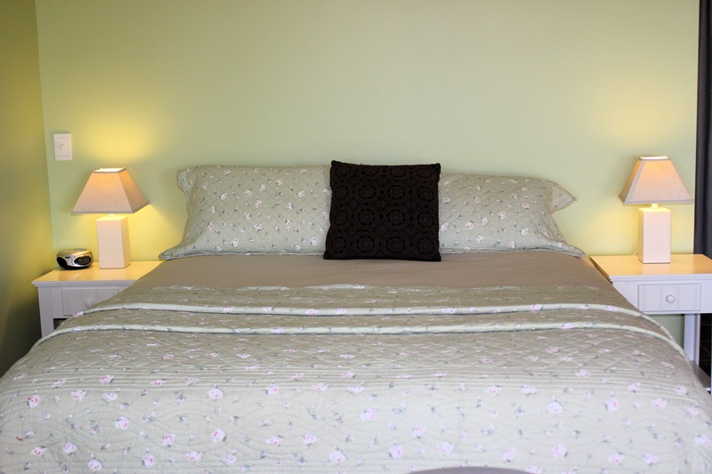 Queen bed Self-Contained 2